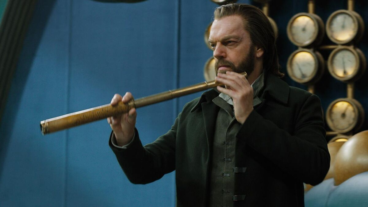 Hugo Weaving Thaddeus Valentine Mortal Engines