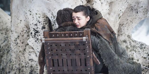 game-of-thrones arya hugs bran