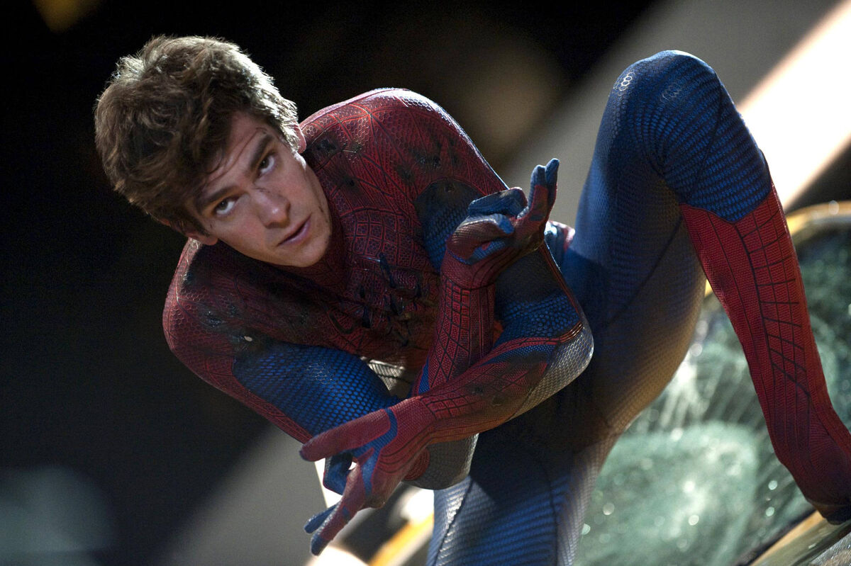 Andrew-Garfield-in-The-Amazing-Spider-Man-2-Costume-No-Mask