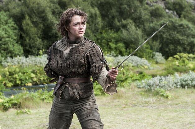 Arya weilding Needle game of thrones