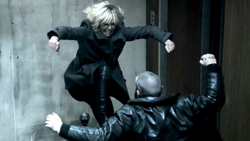 atomic blonde review stairwell fight