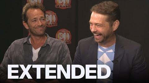 Luke Perry, Jason Priestley Remember Leaving A Mall In A Laundry Bin To Escape Fans EXTENDED