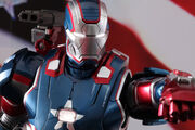 Hot-toys-iron-man-3-iron-patriot-limited-edition-collectible-figure-2