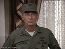 Lance-LeGault-als-Colonel-Roderick-Decker