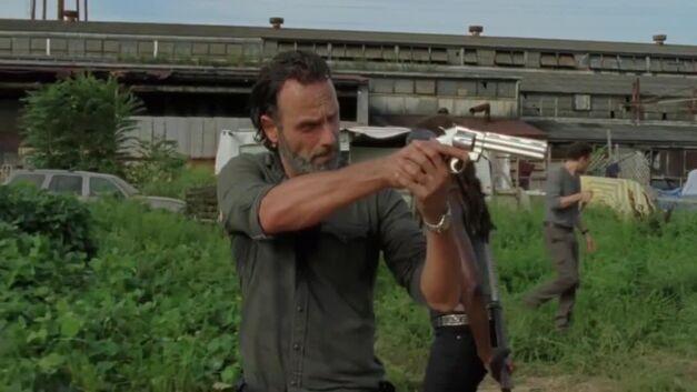 TWD - Rick aiming pistol