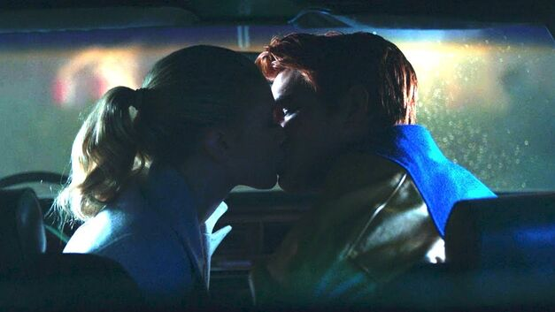 Riverdale Betty and Archie kiss