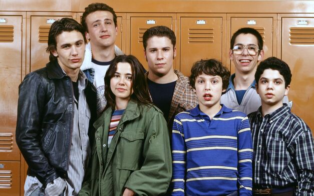 freaks and geeks cast in front of lockers