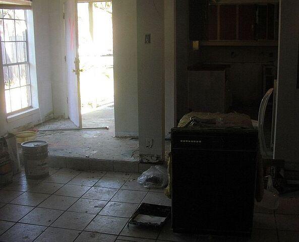 File:Abandoneddenfrontdoor.jpg