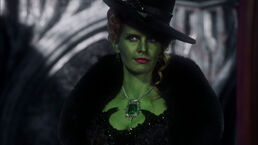 Gallery-1494590890-once-upon-a-time-zelena-rebecca-mader-green