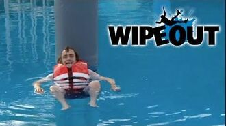 Richard Hammond Falls off The Sweeper Wipeout HD