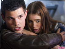 File:212px-Taylor-lautner-and-lily-collins-in-abduction.png