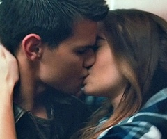 File:Abduction-taylor-lautner-lily-collins-kiss thumb.jpg