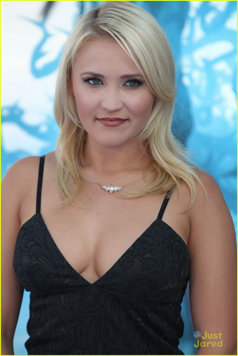 cleavage Pics Emily Osment naked photo 2017