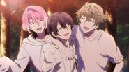 Saku smiling with Sosuke and Uta
