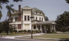21 Chester Place (Sept. 1, 1959) Photographer Conner, Palmer (The Huntington Library)