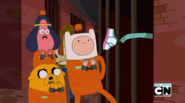 S5 e26 Prisoner throwing underwear at Finn