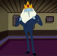 Саймон в костюме