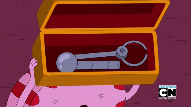 File:S5e34 Peppermint Butler with mechanical arm.png