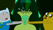 S4e26 finnandjakesqueezingEmeraldPrincess'head