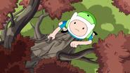 S6e27 Finn climbing tree