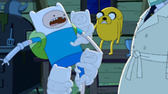 S9e2 Tooth Finn attacking big Finn