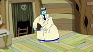 S10e2 Ice King holding bag