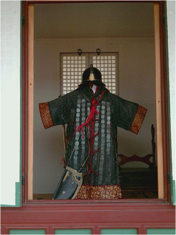 File:Joseon plate mail in Gyeongbokgung Palace.png