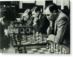 Men-concentrate-on-chess-matches-1940s-archive-holdings-inc