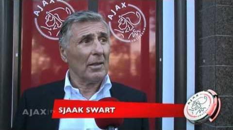 Sjaak Swart bestuurt Ajax-tram