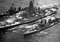 APNS Commune of Worcester (BB-59) refueling destroyers