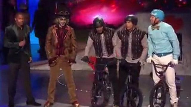 Yellow Designs Stunt Team, Top 48 (Q4) ~ America's Got Talent 2011 LIVE-0