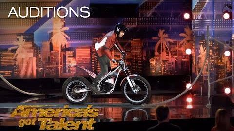 Kenny Thomas Daredevil Motorcyclist Terrifies Howie Mandel - America's Got Talent 2018-1