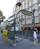 Édicule Guimard - station Colonel Fabien