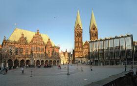 L'hôtel de ville, la cathédrale et l'assemblée municipale