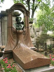 Zola grave on cimetiere de montmartre paris 02