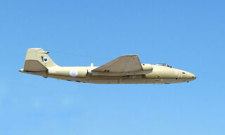 800px-Canberra.pr9.takeoff.arp
