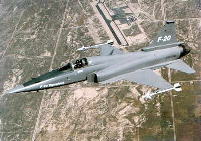 800px-F-20 flying