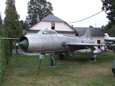 800px-Su-7 Skarżysko