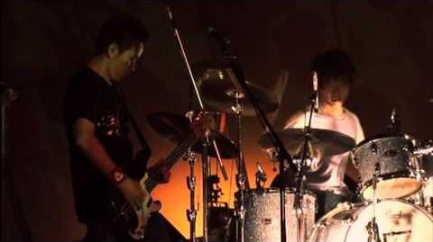 AJIKAN - Korogaru Iwa, Kimi ni Asa ga Furu