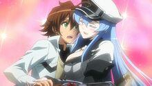 Esdeath abrazando a Tatsumi