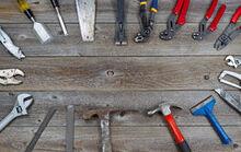 Crculo-das-ferramentas-em-placas-de-madeira-rsticas-48083041