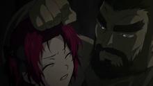 Kum-Ji agarra a Yona del cabello