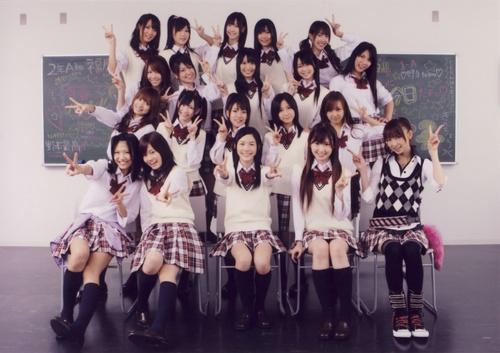 Archivo:AKB48 10103144341.jpg