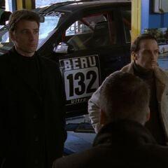 Tom und Semir befragen die Streetracer.