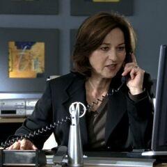 Die Chefin hilft bei den Ermittlungen.