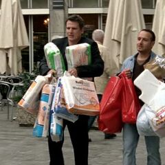 Tom und Semir beim Baby-Shopping.