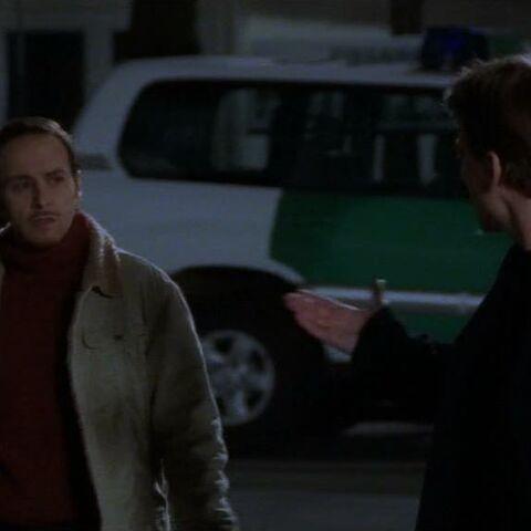 Tom erzählt Semir von Hottes Ruhestand.