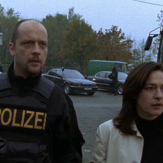 Frau Engelhardt und der SEK-Einsatzleiter erkennen den wahren Täter...
