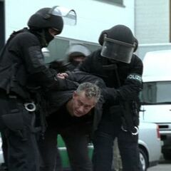Bischoff wird wieder verhaftet.