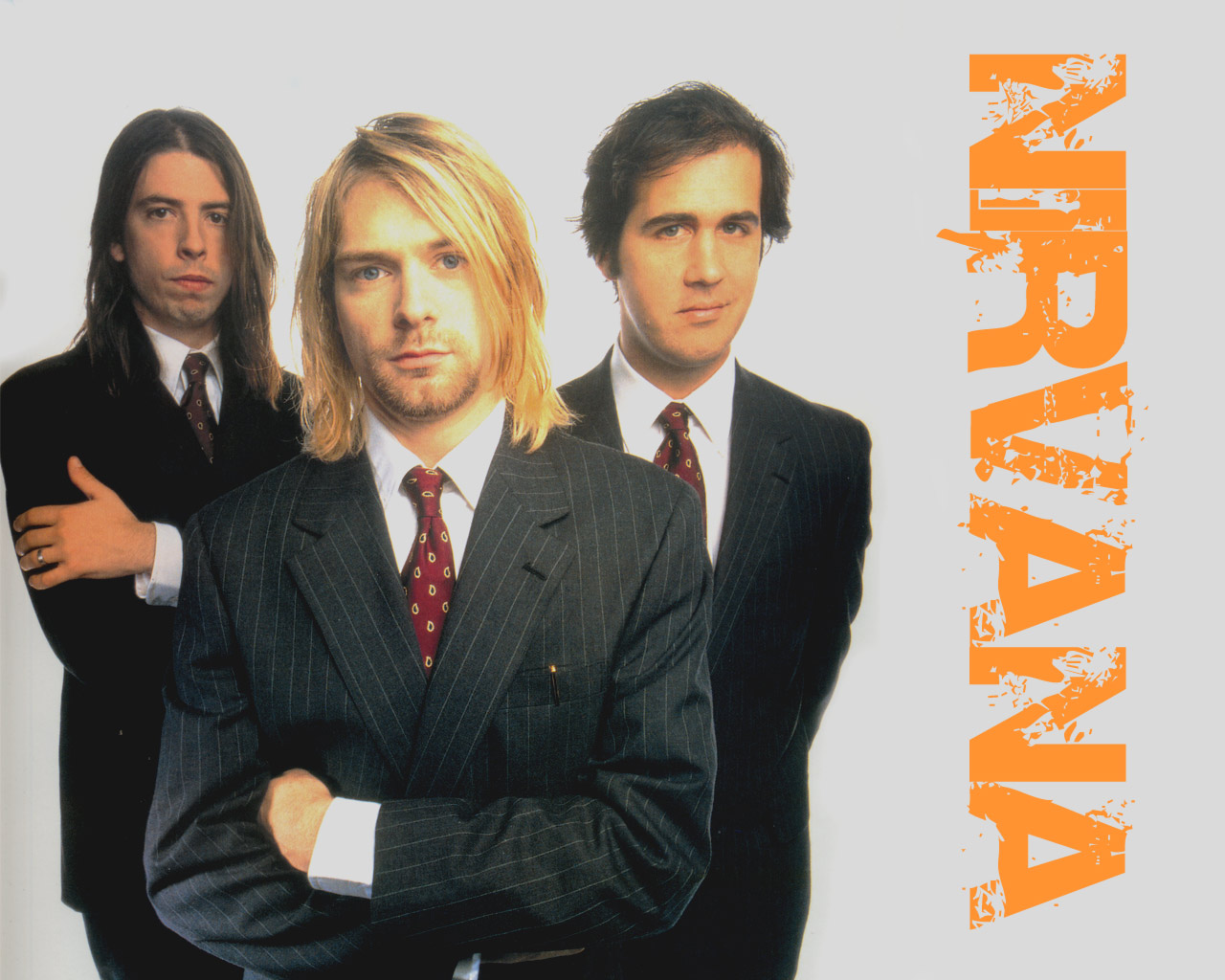 Formation of the Nirvana group in previously unpublished photos 11